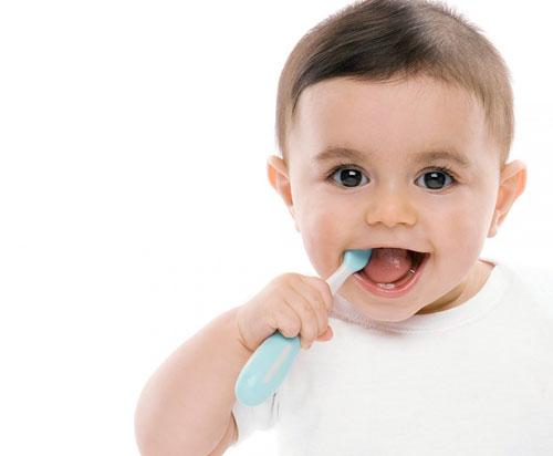 Bebeklerde Ağız ve Diş Sağlığı: Diş Bakımı Nasıl Yapılır?