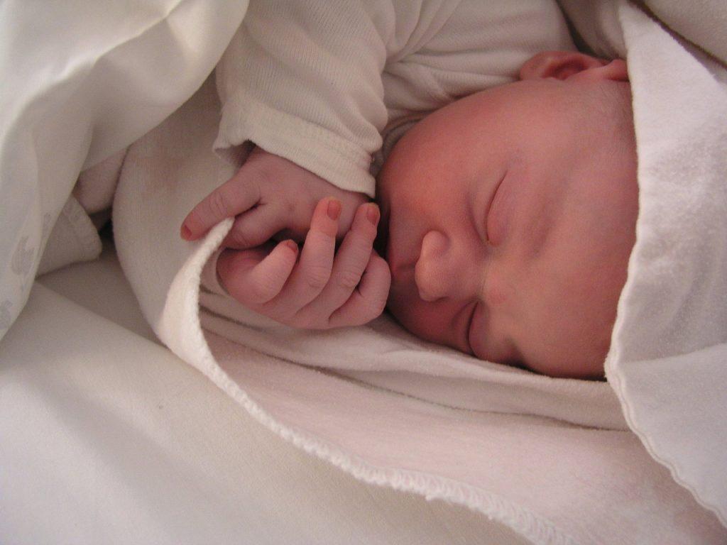 Yenidoğan Bebeğin İlk 2 Aylık Gelişimi
